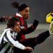 El astro brasileño Ronaldinho Gaúcho se retira del futbol