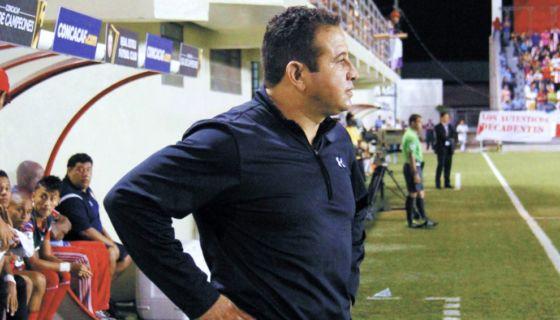 Otoniel Olivas es el entrenador más ganador de la Primera División. LA PRENSA/ ARCHIVO