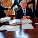 """Donald Trump insiste que muro fronterizo será pagado """"directa o indirectamente"""" por México"""