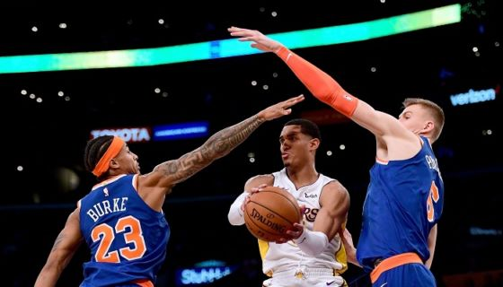Jordan Clarkson anotó 29 puntos para los Lakers ante los Knicks. LA PRENSA/Harry How/Getty Images/AFP