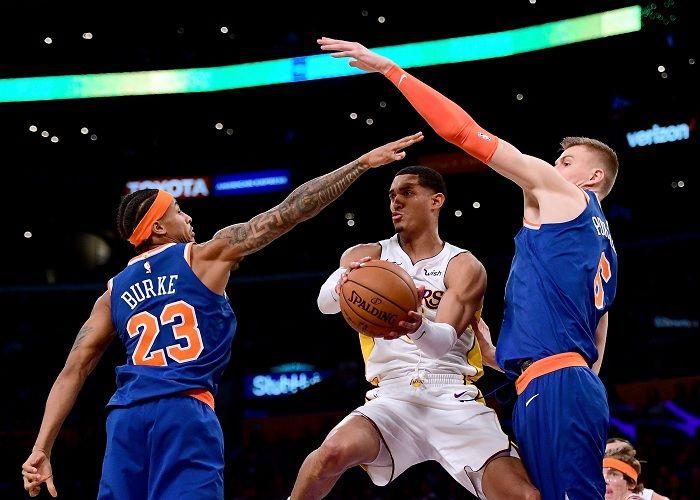 Jordan Clarkson anotó 29 puntos para los Lakers ante los Knicks. LA PRENSA/Harry How/Getty Images/AFP