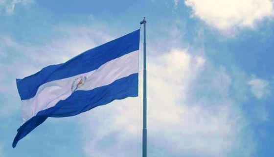 Esta es la bandera de Nicaragua que ahora ondea en la Alcaldía de Murra (Nueva Segovia). LA PRENSA/ CORTESÍA