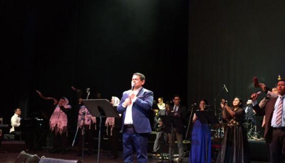 Pastor Augusto Cesar Marenco, cuando dirigía Noche Judía en el Teatro Nacional Rubén Dariio