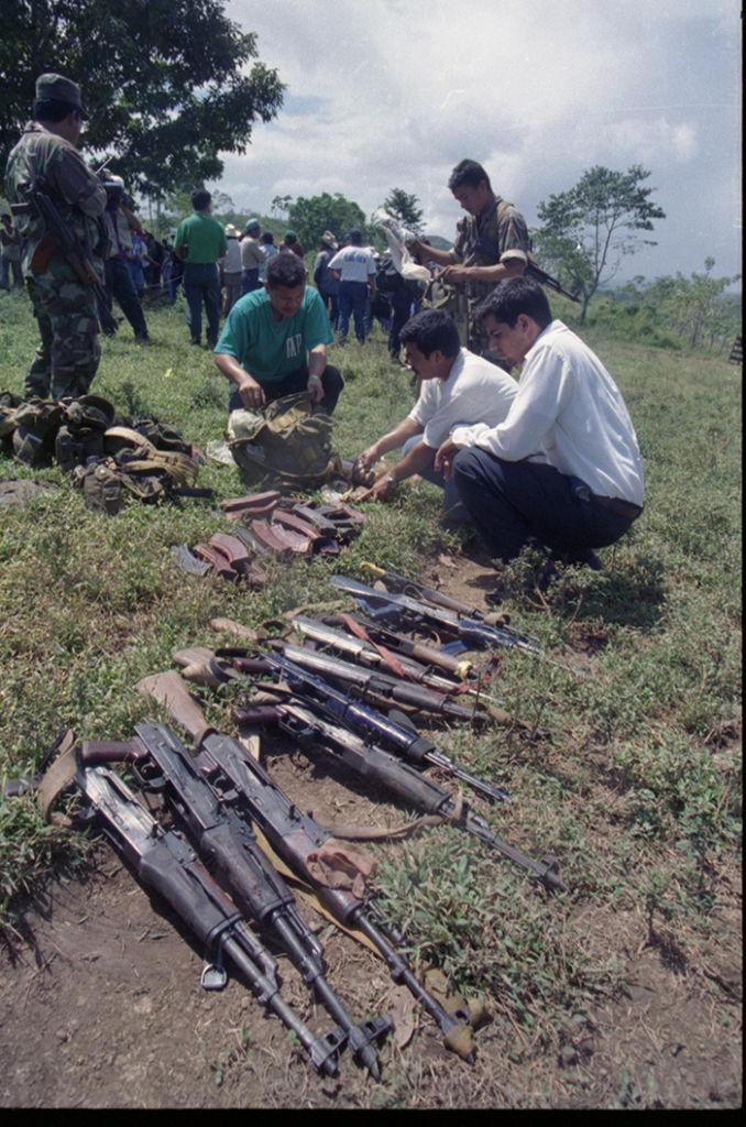 Según datos estadísticos del Ejército de Nicaragua, entre 1991 y 1994, se desmovilizaron a 25,419 rearmados y se destruyeron 15,450 armas y 14,943 explosivos. LA PRENSA/ ARCHIVO