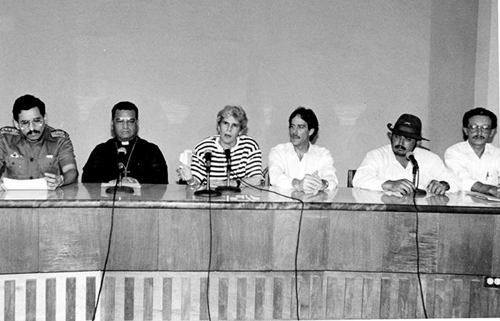 El 30 de mayo de 1990 se firmó el Protocolo de Managua sobre el desarme, donde se garantizaba la integridad física de los miembros de la Resistencia Nicaragüense, así como el bienestar de su familia y se le prestaría ayuda económica a los desmovilizados. Este acuerdo se tomó entre la presidenta Violeta Barrios, Israel Galeano, Comandante Franklin y el cardenal Miguel Obando y Bravo. LA PRENSA/ ARCHIVO