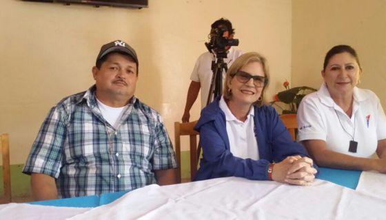 La presidente nacional de CxL, Kitty Monterrey junto al Alcalde de San Sebastián de Yalí, Noel Moreno, acompaña Rubí Zeledón, directiva nacional