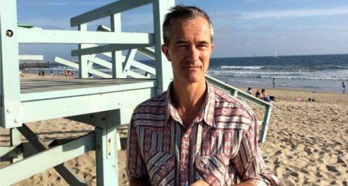 Geoff Dyer en Venice Beach, cerca de Los Ángeles, donde reside en la actualidad. (Foto: Rebecca Wilson)