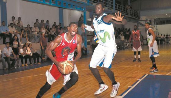 Bartel López (izquierda) es el mejor basquetbolista nicaragüense en la actualidad. LAPRENSA/Roberto Fonseca