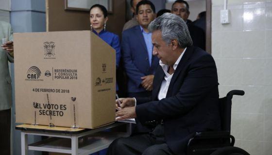 Risultati immagini per Ecuatorianos cerraron el paso a una nueva reelección de Correa