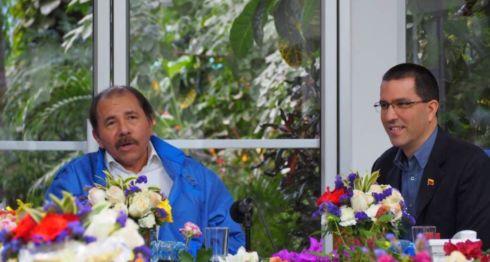 El encuentro entre el canciller de Venezuela, Jorge Arreaza, con el presidente designado Daniel Ortega, se realizó la noche del sábado en la Secretaría del FSLN, que también es la casa del mandatario. LA PRENSA/ FOTO TOMADA DEL TWITTER DEL CANCILLER DE VENEZUELA