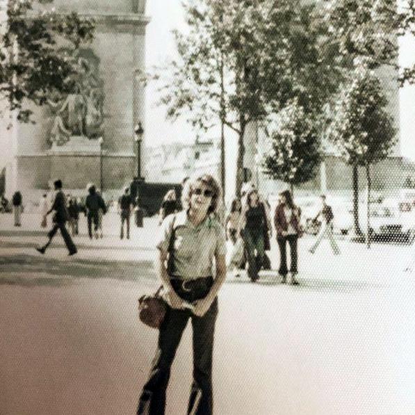 Ileana Ros en París, cuando era joven. La congresista suele compartir recuerdos de su pasado con sus seguidores de redes sociales. LA PRENSA / Instagram de Ros-Lehtinen