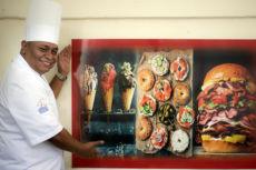 Chef Silvio Arévalo, presentador de la revista Primera Hora de Canal 2. Oscar Navarrete/ LA PRENSA.