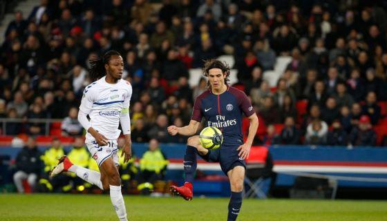 Edinson Cavani lideró el ataque del París Saint-Germain con par de goles. LA PRENSA/AFP/GEOFFROY VAN DER HASSELT