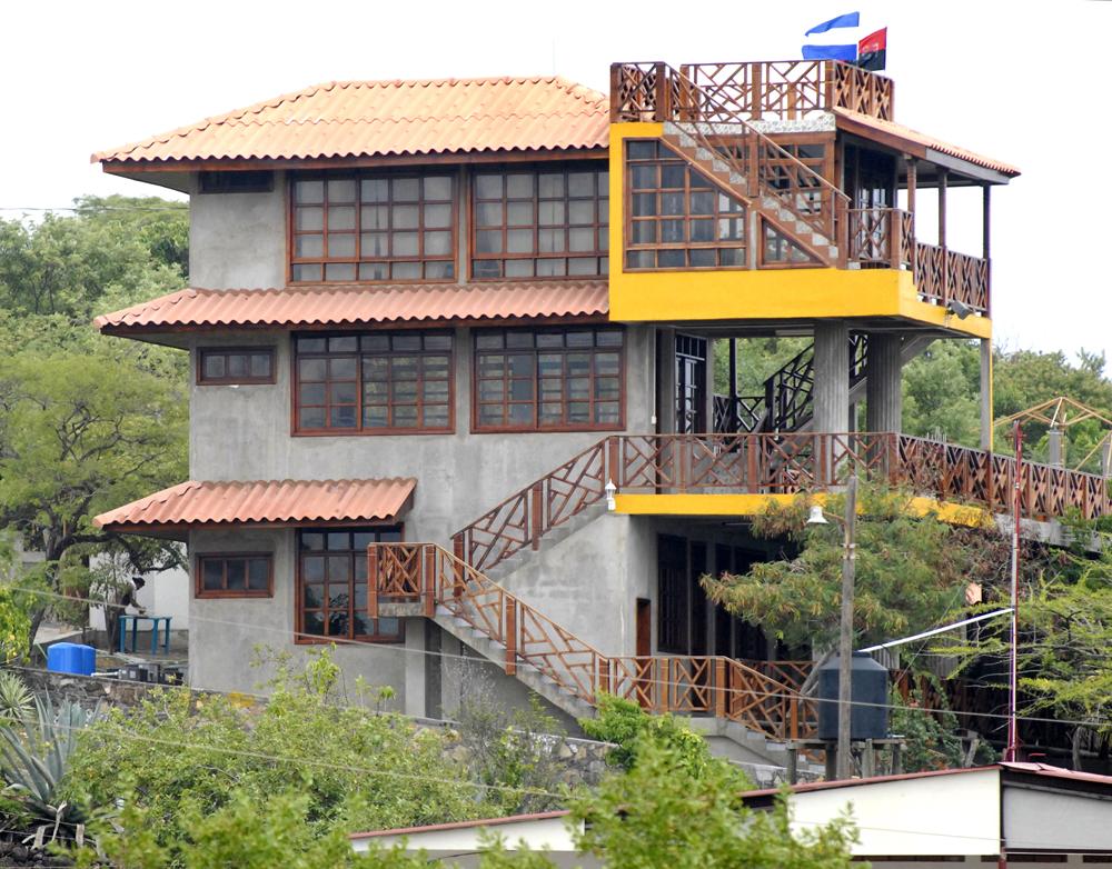 Se sabe que en 2009 esta propiedad de tres pisos cercana al balneario El Tránsito pertenecía a Chico López. LA PRENSA / René Ortega