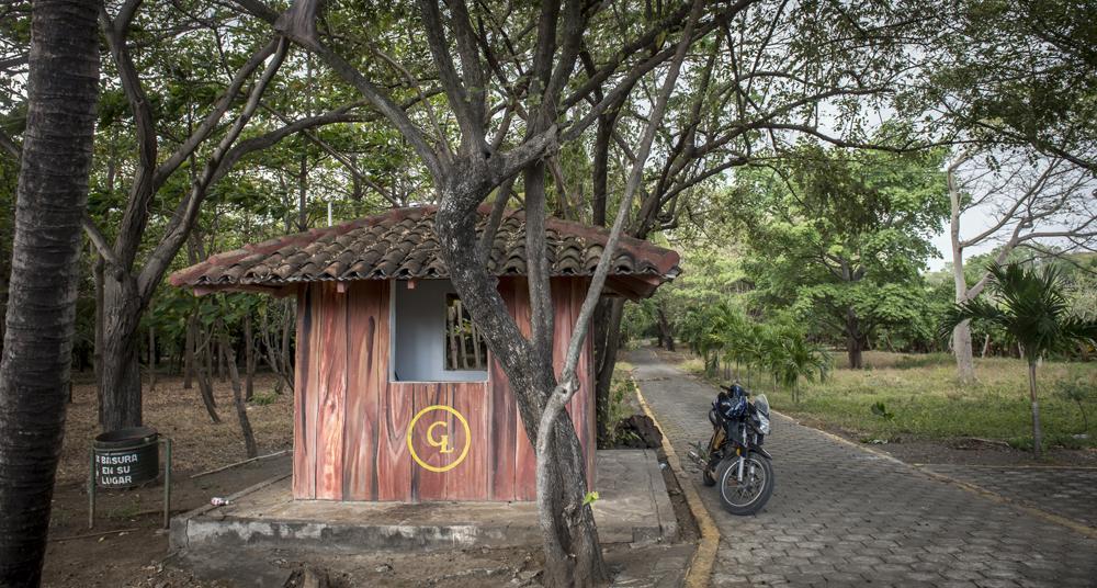 La finca La Sobriedad, de Chico López, tiene un camino de adoquines que lleva a las construcciones de la propiedad de varias manzanas. En ella hay una hacienda, una suerte de zoológico, un estable, cultivos y otras construcciones. LA PRENSA / Óscar Navarrete.