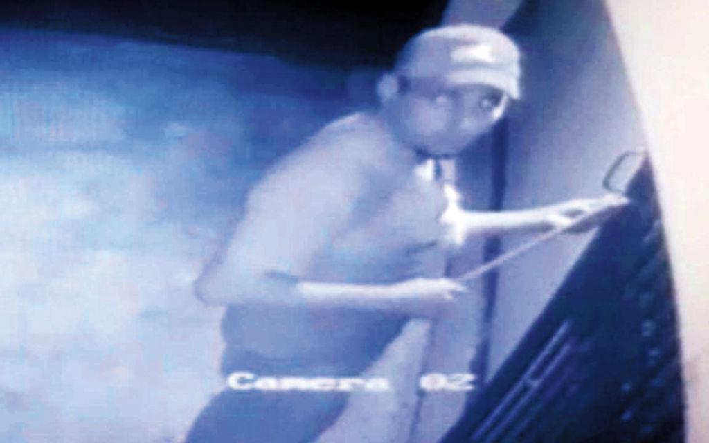 Después de publicar las imágenes del ladrón en Facebook, Ernesto Linarte logró identificarlo. LA PRENSA/CORTESÍA