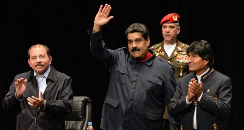 Daniel Ortega (i) hizo que Nicaragua no votara a favor de la Venezuela de Nicolás Maduro (c) en la última sesión extraordinaria de la OEA. Es la primera vez que ocurre desde 2007. LA PRENSA / Agencias.