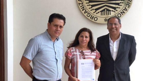 Jader Losa, Haydée Castillo y José Antonio Peraza entregaron en la sede de la OEA en Managua la carta de Panorama Electoral dirigida al secretario, Luis Almagro. LA PRENSA/ CORTESÍA