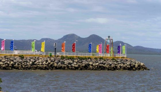 Las banderolas que compra la EPN son de diversos colores para que sean llamativas cuando ondean con el viento. LA PRENSA/WILMER LÓPEZ