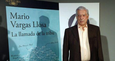 """El premio nobel de literatura hispano-peruano Mario Vargas Llosa, durante la presentación de su nuevo libro, """"La llamada de la tribu"""", en la Casa de América de Madrid. LA PRENSA/EFE/Javier Lizón"""