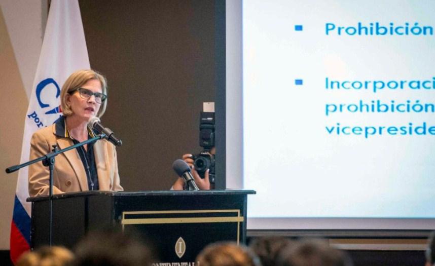 Kitty Monterrey, presidenta del CxL, durante la presentación de la propuesta de reformas electorales. FOTO/LA PRENSA /CARLOS VALLE.
