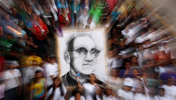 Monseñor Óscar Romero fue asesinado mientras oficiaba una misa. Tenía 62 años y sabía que pronto sería asesinado. LA PRENSA/ Agencias