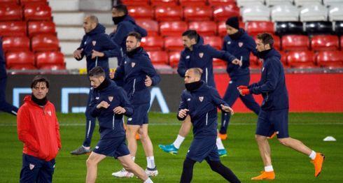El Sevilla ya se entrenó en Mánchester, previo al partido de vuelta de los octavos de final de la Champions League ante el United. LA PRENSA/EFE/Peter Powell
