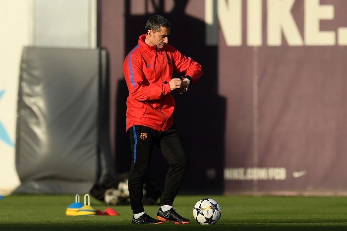 El técnico del Barcelona Ernesto Valverde mira con respeto al Chelsea. LA PRENSA/AFP/LLUIS GENE