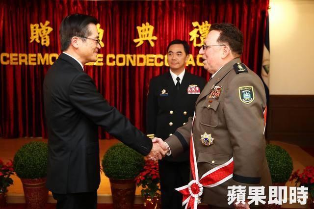 Julio César Avilés, ministro de Defensa de Taiwan, Teh-Fa, Orden Ejército Defensor de la Soberanía Nacional