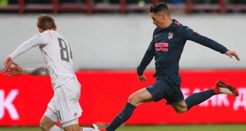 Fernando Torres marcó dos de los cinco goles con los que el Atlético derrotó al Lokomotiv, en el partido de vuelta de octavos de la Europa League. LA PRENSA/EFE/Yuri Kochetkov