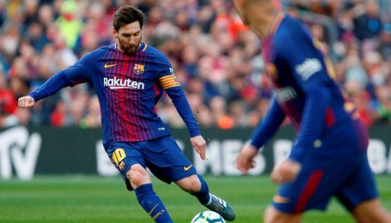 Lionel Messi anotó uno de los dos goles con los que el Barcelona derrotó al Athletic de Bilbao este domingo en la Liga española. LA PRENSA/AFP/Pau Barrena