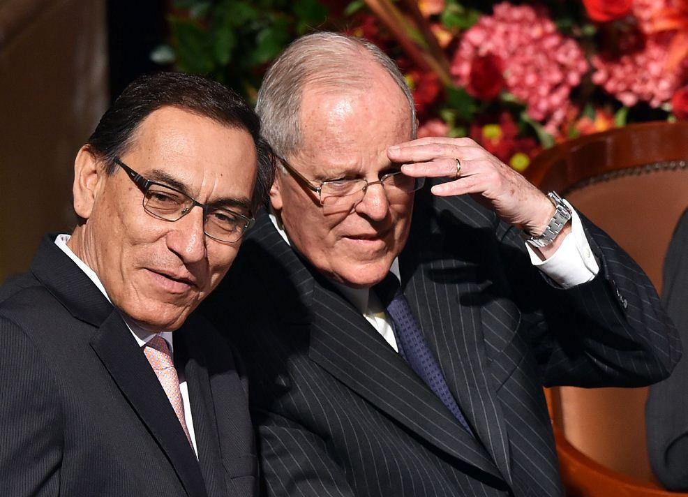 Martín Vizcarra y Pedro Pablo Kuczynski durante la toma de poder en 2016. LA PRENSA/ AFP