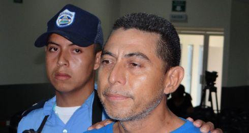 El acusado Douglas Villanueva manifestó ante los medios de comunicación que estaba arrepentido por lo que le hizo a su expareja. LA PRENSA/ ALEJANDRO FLORES