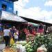 Comerciantes se salen del mercado para vender en la calle
