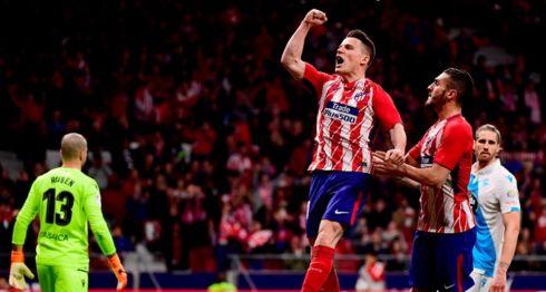 Kevin Gameiro celebra su gol, con el que el Atlético de Madrid venció al Deportivo de La Coruña. LA PRENSA/AFP / PIERRE-PHILIPPE MARCOU