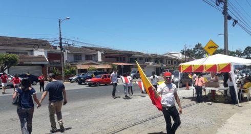 Cientos de nicaragüenses votaron en la segunda vuelta de las elecciones presidenciales en Costa Rica. LA PRENSA/ JOSUÉ BRAVO