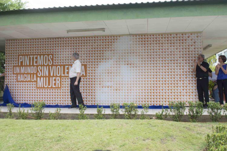 Develan un mural en nicaragua contra la violencia hacia la for Mural nicaraguense