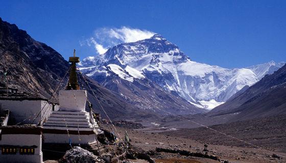 Vista del Monte Everest desde el Monasterio de Rongbuk, en el lado tibetano de la montaña sagrada. LA PRENSA / iStock