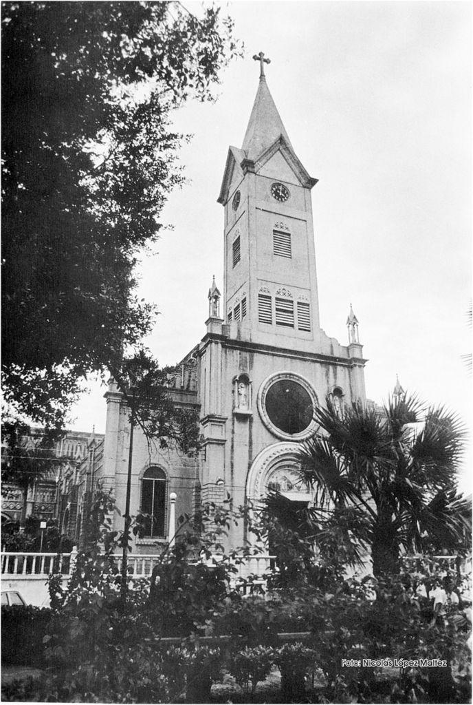 La Iglesia San Antonio era el corazón del barrio, según relatan quienes vivieron ahí. Cerca de la iglesia vivían los Ortega Saavedra. LA PRENSA/ Cortesía de Nicolás López Maltez.