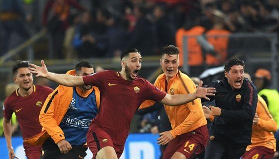 Kostas Manolas (centro) celebra tras anotar el gol que completó la remontada de la Roma sobre el Barcelona en cuartos de final de la Champions League este martes. LA PRENSA/AFP/LLUIS GENE