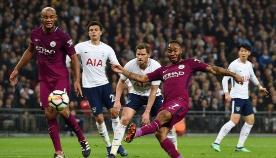 Raheem Sterling anotó el tercer gol del Mánchester City ante el Tottenham. LA PRENSA/EFE/EPA/ANDY RAIN