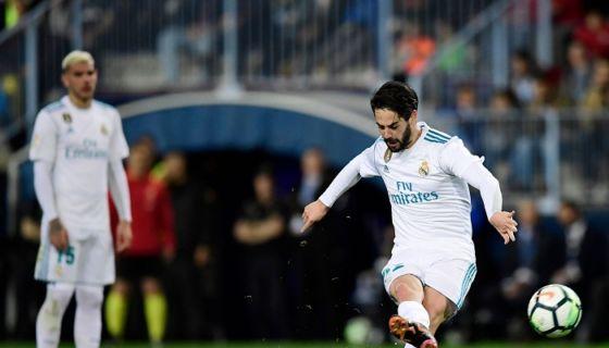 Isco marcó un gol de tiro libre, en el triunfo del Real Madrid sobre el Málaga en la Liga española. LA PRENSA/ AFP/ JAVIER SORIANO