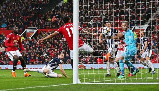 Jay Rodríguez anotó el gol del triunfo del West Bromwich ante el Mánchester United, que le sirvió al Mánchester City para coronarse en la Premier League. LA PRENSA/EFE/EPA/NIGEL RODDIS