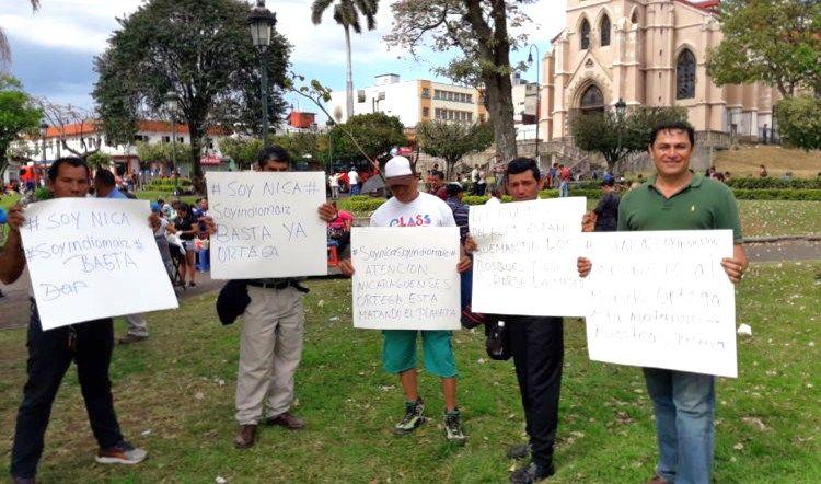 Nicaragüenses en Costa Rica responsabilizan a Daniel Ortega de estar terminando con las reservas biológicas de Nicaragua. LA PRENSA/ JOSUÉ BRAVO