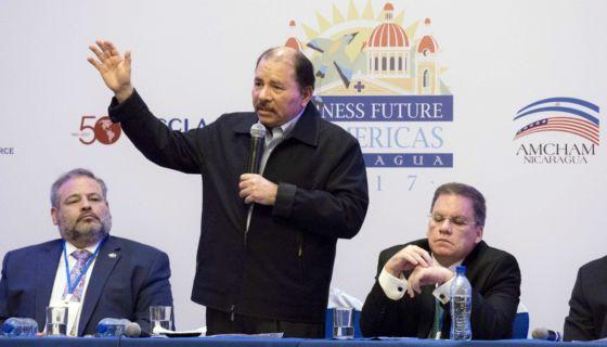 Daniel Ortega junto a los líderes empresariales: Álvaro Rodríguez de Amcham, y Jose Adan Aguerri de Cosep en 2017. LA PRENSA/ Uriel Molina