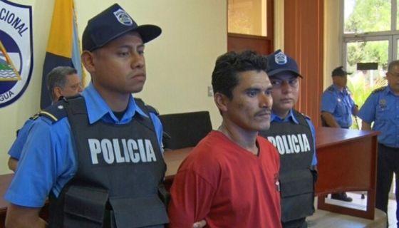 La versión sostenida por la Policía es que Miguel Ángel Díaz Sevilla pegó fuego a media manzana de tierra para la siembra de arroz. LA PRENSA/ Tomada de El 19