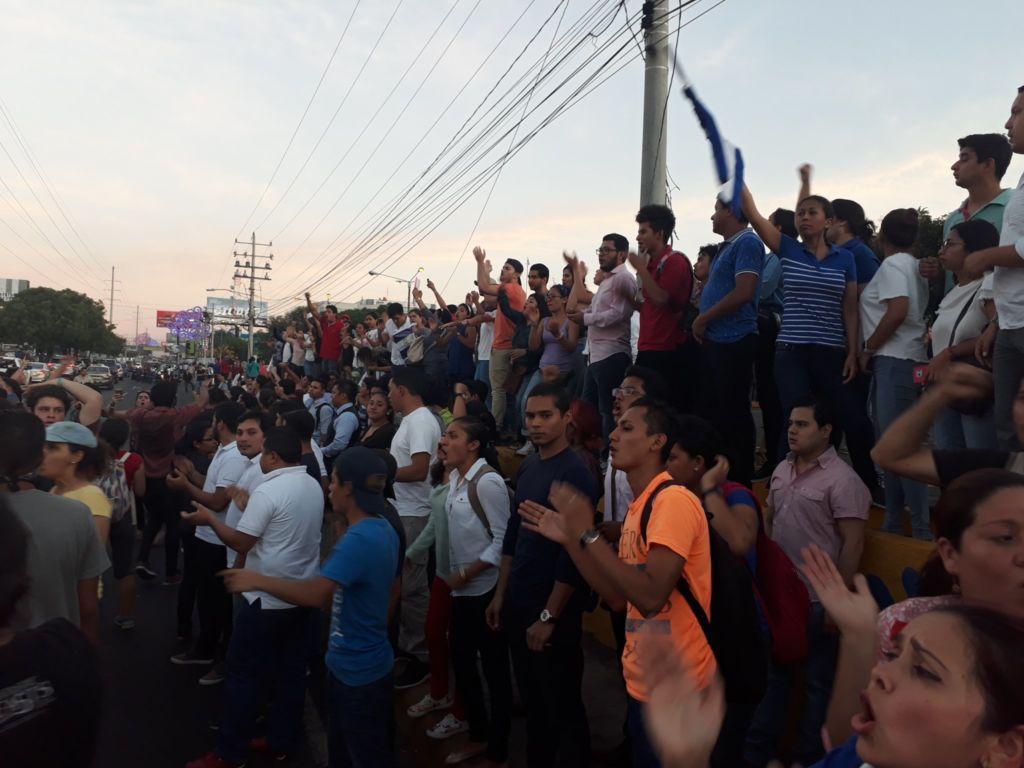 Un grupo de cidadanos se convocó para protestar en contra de las reformas del Instituto Nicaragüense