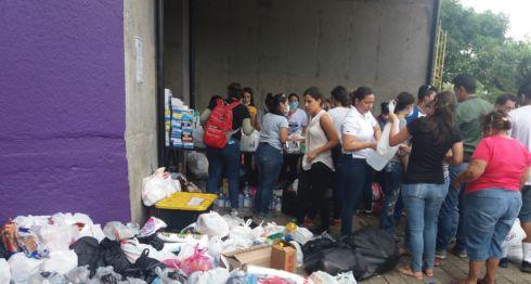 Estudiantes de medicina se han organizado en catedral de Managua,para dar asistencia humanitaria los jóvenes que resulten afectados por las protestas en rechazo al Seguro Social