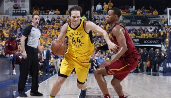 Bojan Bogdanovic cargó con la ofensiva de los Pacers de Indiana, que dieron vuelta al marcador ante los Cavaliers de Cleveland. LA PRENSA/Joe Robbins/Getty Images/AFP