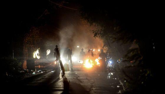 """Los enfrentamientos en el sector de la UPOLI se da horas después del llamado """"al diálogo y la paz"""" que hizo Daniel Ortega. LA PRENSA/ WILMER LÓPEZ"""